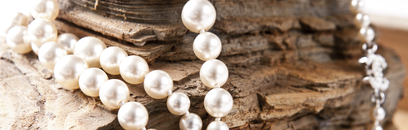 Pearl Necklace | 31 Most Popular Fashion Jewelry Trends For All Seasons