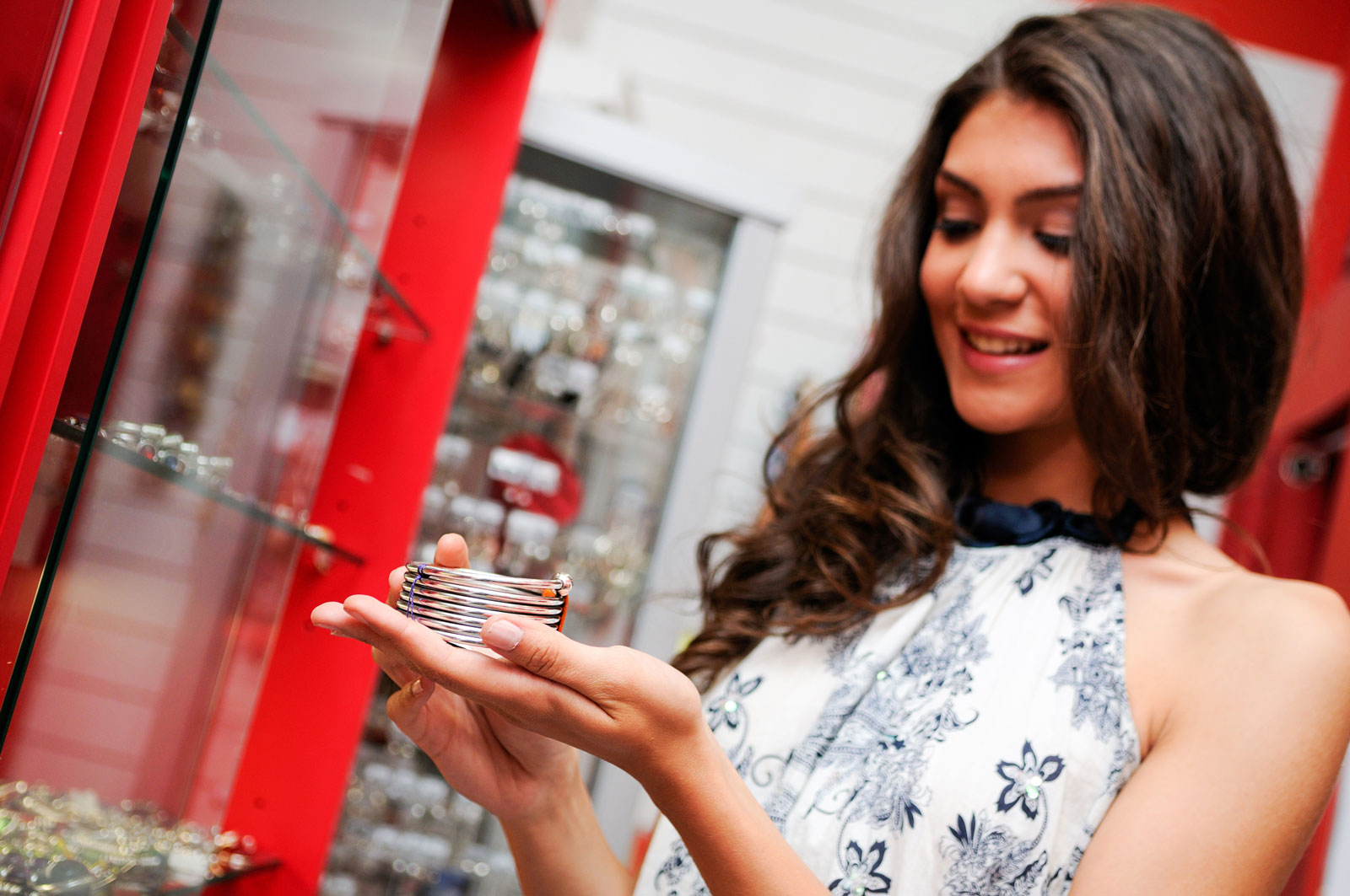 Woman Looking for a Jewelry to Buy | The Best 6 Countries To Buy Jewelry Around The World