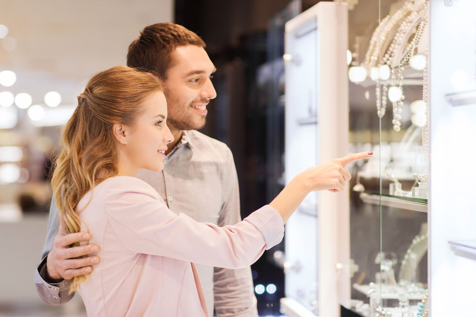 Couple Looking To Buy Jewelry | How To Pick Out The Best Jewelry Gifts For A Loved One