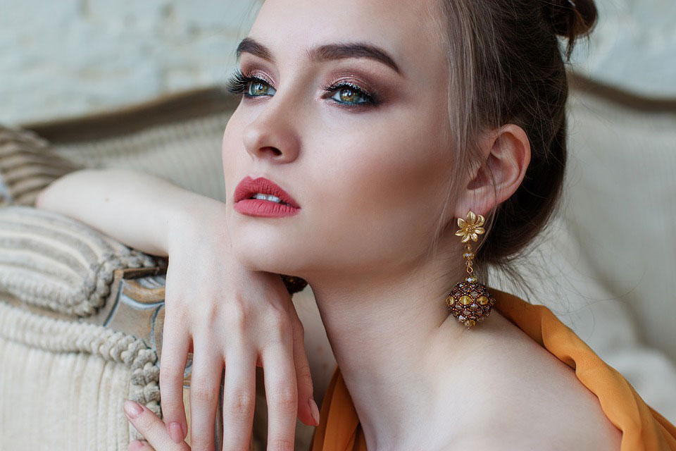 Woman | How Fake Jewelry Gives Fashion Jewelry A Bad Name