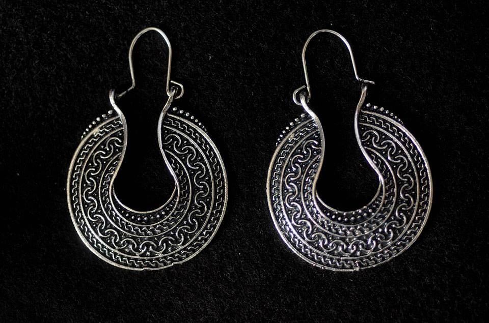 Silver Earrings | Why Are People Loving Oxidized Silver Jewelry?